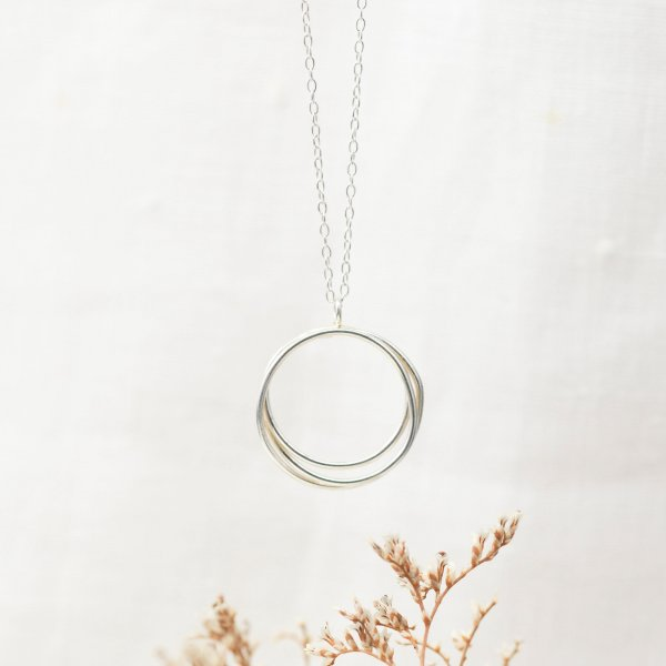 Wrapped Circled Necklace - Kette aus recyceltem Silber