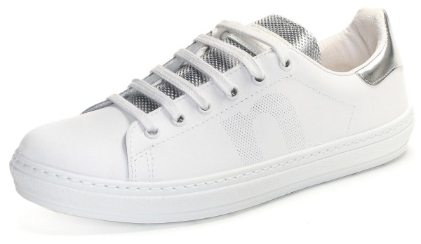weisse Sneaker mit silberfarbener Lasche