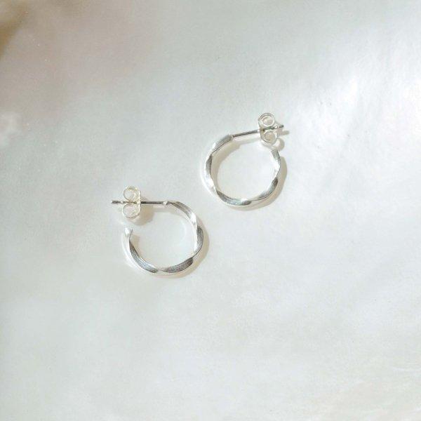 Mini Wave Hoop Earrings - Ohrring aus recyceltem Silber