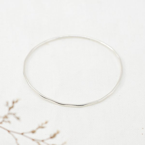 Hammered Pattern  Bangle - Armreif aus recyceltem Silber